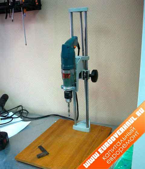 Основание и стойка из старого фотоувеличителя для самодельного сверлильного станка.