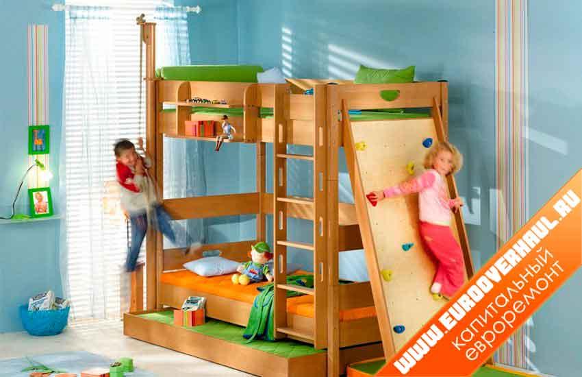 Детская двухъярусная кровать со спортивным уголком.