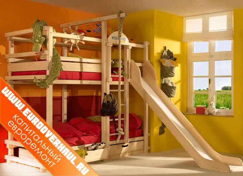 Двухэтажная детская кровать с горкой.