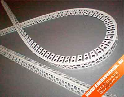Для фальшивой арки лучше всего использовать пластиковый арочный уголок.